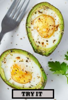 Avocado Eggs: Delicious & Inflammation Fighting Breakfast That's Done in 15 Minutes - Keto Rezepte Avocado Dessert, Avocado Breakfast, Healthy Breakfast Recipes, Brunch Recipes, Avocado Toast, Healthy Eating, Healthy Recipes, Egg In An Avocado, Healthy Fats