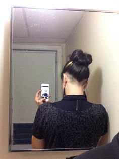 V-shaped nape undercut Mens Long Hair Undercut, Nape Undercut, Undercut Hair Designs, Undercut Hairstyles Women, Dance Hairstyles, Long Curly Hair, Curly Hair Styles, Shaved Hair Designs, Shaved Nape