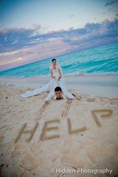 Pour rendre leur mariage inoubliable ils ont souhaité faire des clichés qui sortent un peu de l'ordinaire et voilà le résultat...