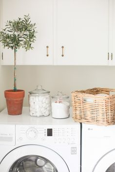 The best organization ideas for every room of your home. Beautiful, easy to implement tips to get organized that looks pretty, too.