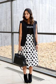 Cape + t-shirt + midi Skirt. Melon Melon | Artsy