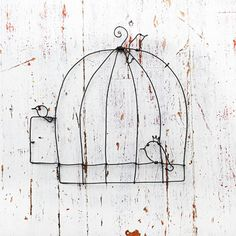 Do it easy, wire cage and birds-with a stained glass bird:) Sculpture Textile, Wire Wall Art, Art Fil, Bird Cages, Chicken Wire, Glass Birds, Wire Crafts, Metal Art, Sculptures