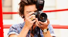 As crazy as it sounds, Harry Styles has been photographed with a camera in his hands numerous times. So many times, in fact, that we were able to chronicle the evolution of Harry Styles with a camera. Insane, right? Is he taking the photo of the person taking his photo? The world may never know. Find…