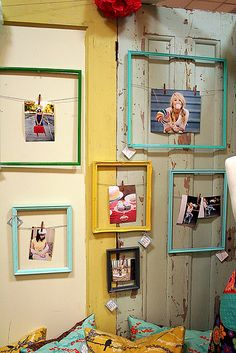 """DIY String-in-Frame Display / """"I just love this clever little decorating idea from Funky Vintage Lovely- it's a totally unique way to frame your photos simply by stringing them inside a frame."""" {more design please} Photowall Ideas, Pictures On String, Hang Pictures, Bedroom Pictures, Print Pictures, Photo Deco, Creation Deco, Frame Display, Display Window"""