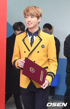 So handsome ❤️ I\'m so proud of you, Jungkook!! Congratulations on your graduation ❤️❤️❤️