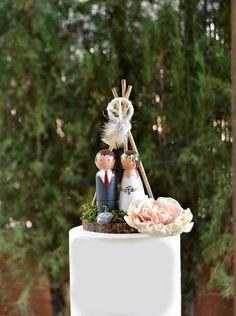 Figuras novios personalizadas con Tipi Boho,Muñecos Madera tarta boda,Novios Madera Pintados a Mano Hippie,Recuerdo boda, Boda Bohemia.