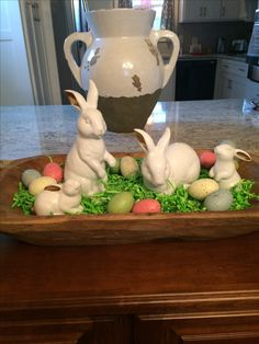 Easter Table Decor: 4 Elements You Can Use For Easter Dinner Decoration, Easter Table Decorations, Easter Centerpiece, Spring Decorations, Wooden Box Centerpiece, Centerpiece Ideas, Diy Osterschmuck, Easy Diy, Diy Ostern, Easter Colors