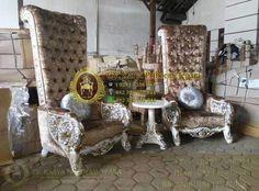 Kursi Sofa Ratu Mewah Ukiran Jepara – Adalah salah satu produk furniture klasik Kursi Sofa dengan desain terbaru kami yang cantik elegant dan mewah. Aksen ksen ukiran khas motif ukiran mebel jepara teraplikasi halus dan rapi pada Kursi Klasik ini. Pilihan paket Kursi Sofa Ratu Mewah Ukiran Jepara ini sendiri terdiri dari dua kursi sofa klasik dengan satu meja kecil. Kami produksi Kursi Sofa Ratu Mewah Ukiran Jepara ini langsung dikota kami Jepara dengan dikerjakan olehe tenaga tenaga mebel…