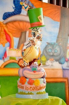 Alice in Wonderland cake. This is adorable!