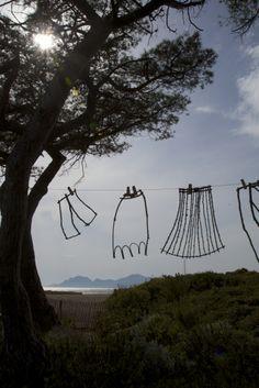 2e rencontre international de Land Art « Entre terre et mer » sur l'île Sainte Marguerite à Cannes, du 29 mars au 31 août 2014 - Installation « Fil de vie » de Made (Patrick Demazeau), France - YV - © Ville de Cannes