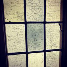 Secular autographs #ShakespearesBirthplace Stratford-upon-Avon #Cotswold #fermataUK #travel #viaggi #presstrip