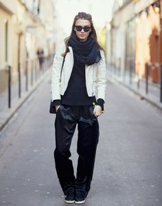Loose #hair and flat shoes: you're ready to discover the city!