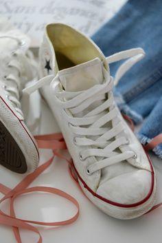 Converse er jo en klassiker i skogarderoben. Like fine til jeans som til sommerkjoler og blomstrete skjørt. Få et godt tilbud på Converse - klikk her!
