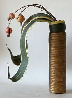 Sogetsu Ikebana, Flower Arrangements Simple, Quirky Decor, Flower Decorations, Flower Art, Tokyo, Floral Design, Ceramics, Flowers