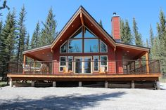 Kim's Cabin - Pet Friendly - Cabins for Rent in Nordegg, Alberta, Canada Pet Friendly Cabins, Cabin Rentals, Vacation Rentals, Night Couple, Vacation Places, Queen Size Bedding, Warm, Pets, House Styles