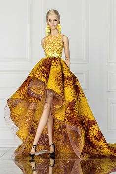 Barbie dolls houses, all aspects traditional timber houses to effectively Barbie Dreamhouses. Barbie Gowns, Barbie Dress, Barbie Clothes, Barbie Doll, Fashion Royalty Dolls, Fashion Dolls, Manequin, Diva Dolls, Looks Chic