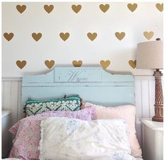 Heart bedroom ideas: heart wallpaper for girly bedroom. Little Girl Rooms, Awesome Bedrooms, Girls Bedroom, Bedroom Ideas, Cool Walls, New Room, Home Decor Inspiration, Decor Ideas, Wall Decals