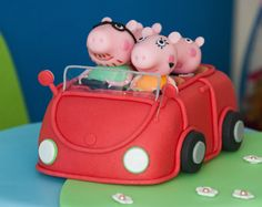 peppa pig y su familia en auto Peppa Pig Car, Foundant, Mini Pigs, Pig Party, Character Cakes, Third Birthday, Cold Porcelain, Cupcake Cakes, Pig Cakes