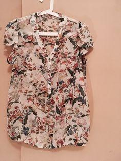 Koszulka w kwiaty Orsay z mojej szafy! Rozmiar 38 / 10 / M za 10.00 zł. Zobacz: http://www.vinted.pl/damska-odziez/koszulki-z-krotkim-rekawem-t-shirty/17772977-koszulka-w-kwiaty.