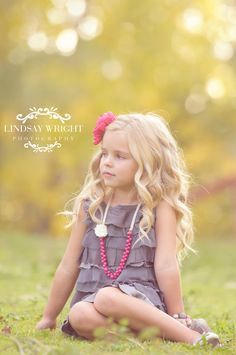 Child Photography | Photo Session Idea | Pose Ideas | Prop | Props | Girl | Portrait | Children Photography by Lindsay Wright Photography