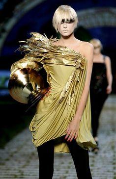 Christian Dior - John Galliano ((A very interesting look. Striking.))