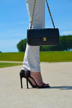 Stuart Weitzmann shoes and Chanel bag   www.thefashionpanda.be