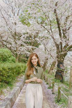 Fukuoka: Ohori-koen - Tricia Will Go Places Japan Spring Outfit Travel, Japan Spring Fashion, Spring Outfits Japan, Japan Outfits, Japan Ootd, Spring Korea, Tricia Gosingtian, Party Vintage, Travel Pose