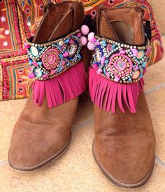 decorated boots or sandals gilrs.mirror and beads Gypsy Boots, Boho Boots, Fringe Boots, Zapatos Bling Bling, Bling Shoes, Suede Boots, Bootie Boots, Botas Boho, Recycled Shoes