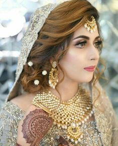 Heavy Choker Necklace Set for Asian Bride Pakistani Bridal Hairstyles, Bridal Hairstyle Indian Wedding, Pakistani Bridal Jewelry, Bridal Mehndi Dresses, Indian Wedding Bride, Bridal Hair Buns, Pakistani Wedding Outfits, Bridal Dress Design, Bridal Outfits