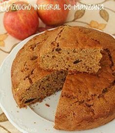 Bizcocho integral de manzana y pasas. Un bizcocho perfecto para la hora del desayuno que han compartido desde el blog Cocinando en Marte.