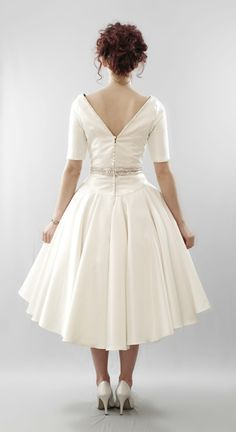 I love the dipped hem! Ohhhh I wanna get married just so I can wear this.