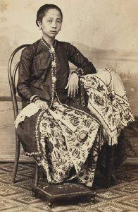 Raden Ajoe, de echtgenote van een regent van Soerabaja. Ca. 1890.