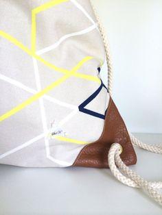 Sac à dos en tissus beige et lignes de couleurs // par StelKay Handmade Accessories, Drawstring Backpack, Take That, Backpacks, Beige, Etsy, Fashion, Unique Jewelry, Fabrics