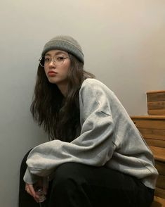 Find images and videos about girl, fashion and style on We Heart It - the app to get lost in what you love. Ulzzang Korean Girl, Cute Korean Girl, Asian Girl, Kfashion Ulzzang, Retro Outfits, Korean Outfits, Cool Outfits, Outfits Inspiration, Mode Inspiration