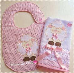 Kit bib cloth of mouth Pink Sheep Quilt Baby, Baby Sewing Projects, Sewing For Kids, Pink Sheep, Baby Gifts To Make, Baby Applique, Baby Bibs Patterns, Bib Pattern, Patchwork Baby