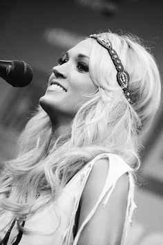 carrie!!! i would die to see her in concert!