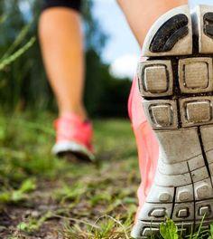 Lauftraining für Anfänger ist optimal, wenn Du Gewicht reduzieren und Fett verlieren möchtest. Die besten Tipps zum Start!