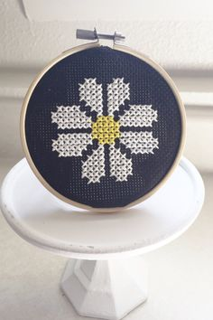 daisy cross stitch by Linseyscrossstitch on Etsy… Tiny Cross Stitch, Cross Stitch Borders, Simple Cross Stitch, Cross Stitch Flowers, Cross Stitch Designs, Cross Stitching, Cross Stitch Patterns, Embroidery Art, Cross Stitch Embroidery