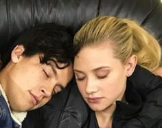 jughead e bhety ^>. Bughead Riverdale, Riverdale Funny, Betty Cooper, Riverdale Betty And Jughead, Cole Spouse, Lili Reinhart And Cole Sprouse, Cole Sprouse Jughead, Riverdale Cole Sprouse, Dylan And Cole