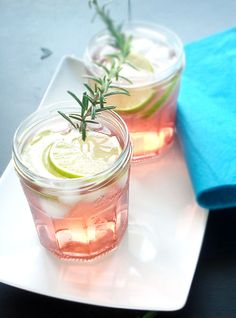 This alcohol free pomegranate spritzer is a simple, refreshing and ...