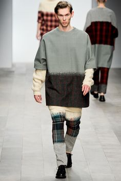 Central Saint Martins Fall 2011 Ready-to-Wear Collection Photos - Vogue
