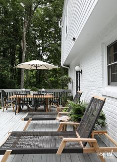 Join me on my Modern Country Colonial Deck for unique styling tips and outdoor decorating inspiration to create your own outdoor oasis. Modern Colonial, Modern Country, Modern Rustic, Modern Coastal, Deck Furniture Layout, Diy Outdoor Furniture, Furniture Ideas, Furniture Design, Outdoor Deck Decorating