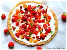 Pizza folle aux fraises, tomates, fêta et menthe