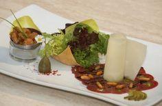 Carpaccio vom Nockalm Rind mit Eierschwammerl Tartar und Salatvariation in der Hippe serviert im Haubenrestaurant Loystubn in Bad Kleinkirchheim Kärnten http://www.loystubn.at