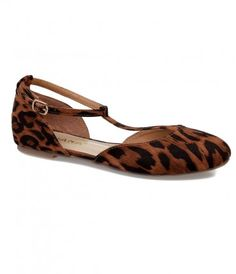 What a lovely pair of leopard! A cheeky pair of fabulous fabric flats that effortlessly harness casual charm - boasting...Price - $34.00-qIbHU2lC