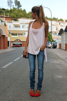 casual - ripped jeans, slouchy tank and red/orange pumps!