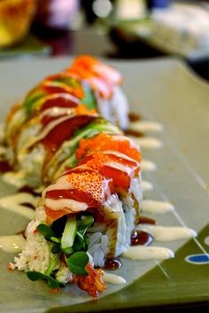 Roll: The best sushi you will ever have in your life.Davis Roll: The best sushi you will ever have in your life. Sushi Recipes, Asian Recipes, Cooking Recipes, Sushi Love, Best Sushi, Japan Sushi, Sushi Sushi, Sushi Comida, Onigirazu
