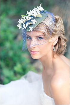 such a clever way to use natural items in a wedding hair accessory