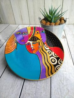 FAST SHIPPING USA Ceramic wall plate Woman Spirit - decorative hanging plate farmhouse and kitchen wall decor gift for mother and wife Plate Wall Decor, Home Wall Decor, Plates On Wall, Pottery Painting Designs, Paint Designs, Ceramic Painting, Ceramic Art, Ceramic Plates, Decorative Plates