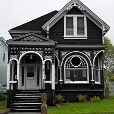 Modern Black House Exterior Design Ideas For Your Inspiration 39 Beautiful Buildings, Beautiful Homes, Ideas Cabaña, Decor Ideas, Decorating Ideas, Green Design, Black House Exterior, Exterior Windows, Gray Exterior